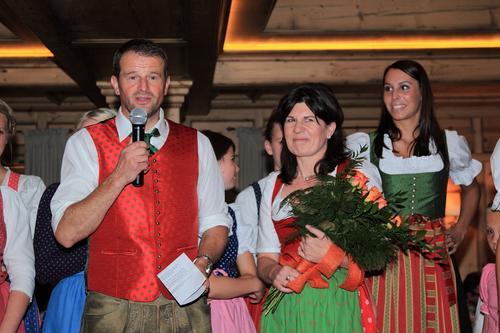 """Bert und Ursula Schaidreiter mit dem """"Almsommer-Team"""""""